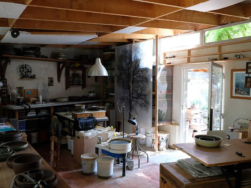 Vue de l'atelier de poterie
